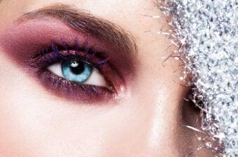 maquillaje que puede provocar picor de ojos