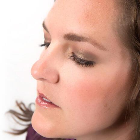 Red Apple Lipstick Braisin Raisin makeup sytle