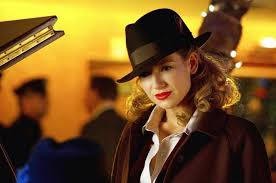 Olivia Dunham bright lipstick effect