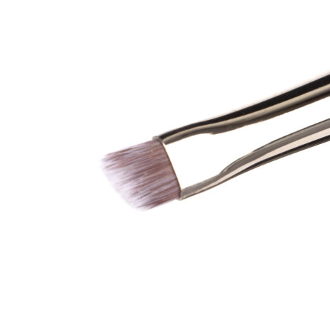 angled-eye-brush-2