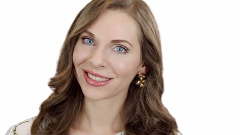 image of woman with an everyday natural makeup look smiling and feeling confident