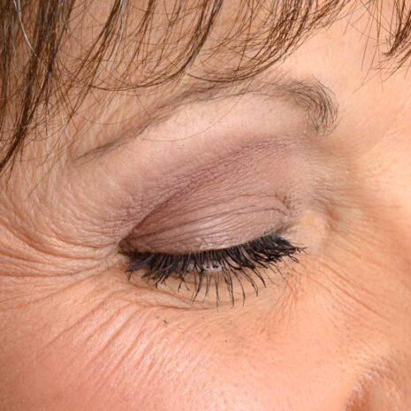 Women wearing eye shadow for green eyes