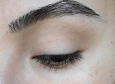 Image of close up eyelid with Blondeshell eyeshadow by Red Apple Lipstick applied and blended on the crease and transition area of the lid