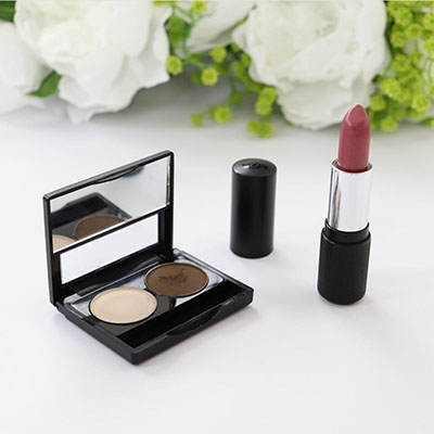 Image of Twosie Holder by Red Apple lipstick with 2 eyeshadow pans and one lipstick off to the side